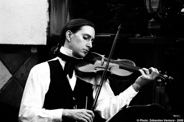 Olivier Brault, violinist. Photo from longhaircommunity.com