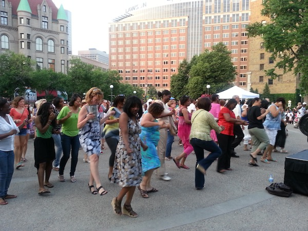 The crowd doing the Electric Slide  Photo by Dayna Martinez