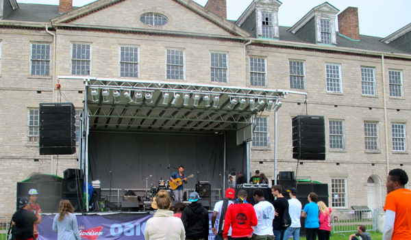 The inner stage, set inside the fort's grounds (Dan Henig performing onstage).